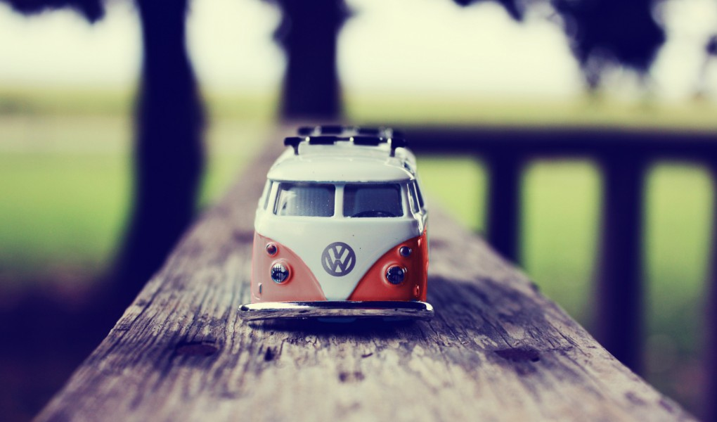vw-combi-miniature ROUGE